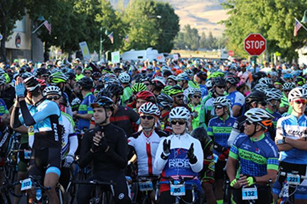 People starting a bike race